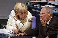 Bundeskanzlerin Angela Merkel (CDU) und Finanzminister Wolfgang Schaeuble (CDU)  bei der 130. Sitzung des Bundestag zum Euro Rettungsschirm EFSF  in Berlin. / 29092011,DEU,Deutschland,Berlin..