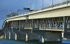 Auckland-File photo Harbour Bridge, after man jumps