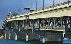 Auckland-File photo Harbour Bridge, after man jumps