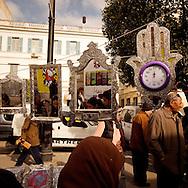 TUNISIA, Tunis : Vendors in the Avenue Bourguiba in Tunis.Copyright Christian Minelli