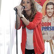 NLD/Ridderkerk/20120508 - Presentatie Helden 13, Bouchra van Persie zingend