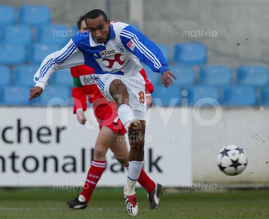 FUSSBALL Testspiel Grashopper Club Zoerich - VfB Stuttgart Eduardo (GZ) am Ball