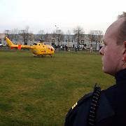 Melding auto te water Oostermeent Noord, Life Line One, helicopter, politieagent