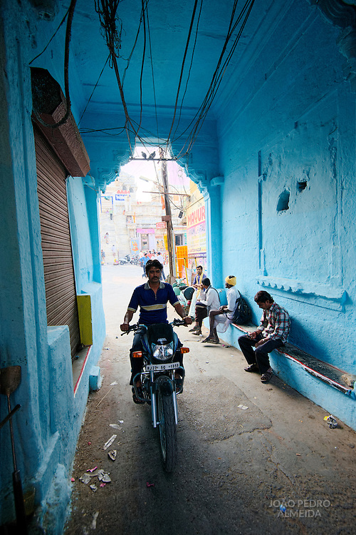 The busy streets of Udaipur old town