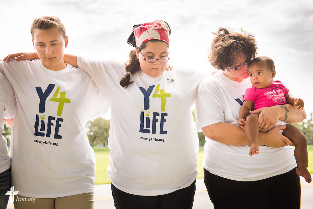 "(L-R) Georgiana ""Maddie"" McLoren, Andrea ""Andy"" Stone, and Deaconess Alyssa St. Georges of Lutheran Church of the Redeemer in Sanford, Fla., and her daughter Lylah St. Georges, pray outside a Planned Parenthood in Orlando, Fla., during the Y4Life servant event on Saturday, Sept. 12, 2015. LCMS Communications/Erik M. Lunsford"