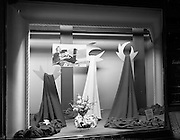 20/09/1960<br /> 09/20/1960<br /> 20 September 1960<br /> Switzers window displays on Grafton Street, Dublin. Wool Time materials window display for Robert Dawson Studios.