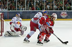 07.04.2011, Volksgarten Arena, Salzburg, AUT, EBEL, FINALE, EC RED BULL SALZBURG vs EC KAC, im Bild Reinhard Divis, (EC RED BULL SALZBURG, #38), Matthias Trattnig, (EC RED BULL SALZBURG, #51), Stefan Geier, (EC KAC, #19) // during the EBEL Eishockey Final, EC RED BULL SALZBURG vs EC KAC at the Volksgarten Arena, Salzburg, 2011-04-07, EXPA Pictures © 2011, PhotoCredit: EXPA/ J. Feichter