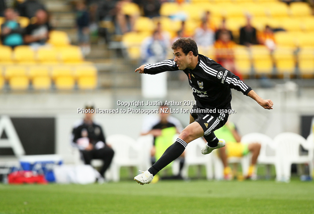 Phoenix's Daniel Cortes in action. A-League football - Wellington Phoenix v Melbourne Heart at Westpac Stadium, Wellington, New Zealand on Sunday 29 January 2012. Photo: Justin Arthur / Photosport.co.nz