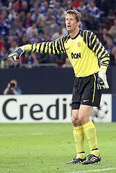 26.04.2011, Veltins Arena, Gelsenkirchen, GER, UEFA CL, Halbfinale Hinspiel, Schalke 04 (GER) vsManchester United (ENG), im Bild: Edwin van der Sar (Torwart Manchester)   // during the UEFA CL, Semi Final first leg, Schalke 04 (GER) vs Manchester United (ENG), at the Veltins Arena, Gelsenkirchen, 26/04/2011 EXPA Pictures © 2011, PhotoCredit: EXPA/ nph/  Mueller *** Local Caption ***       ****** out of GER / SWE / CRO  / BEL ******