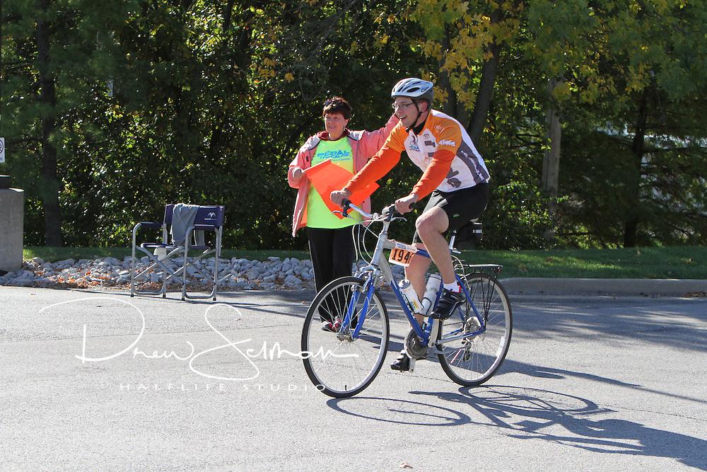 Pedal the Cause 2012.Volunteers.St. Louis, MO.07-OCT-2012..Credit: Scott Neer / Halflife Studio