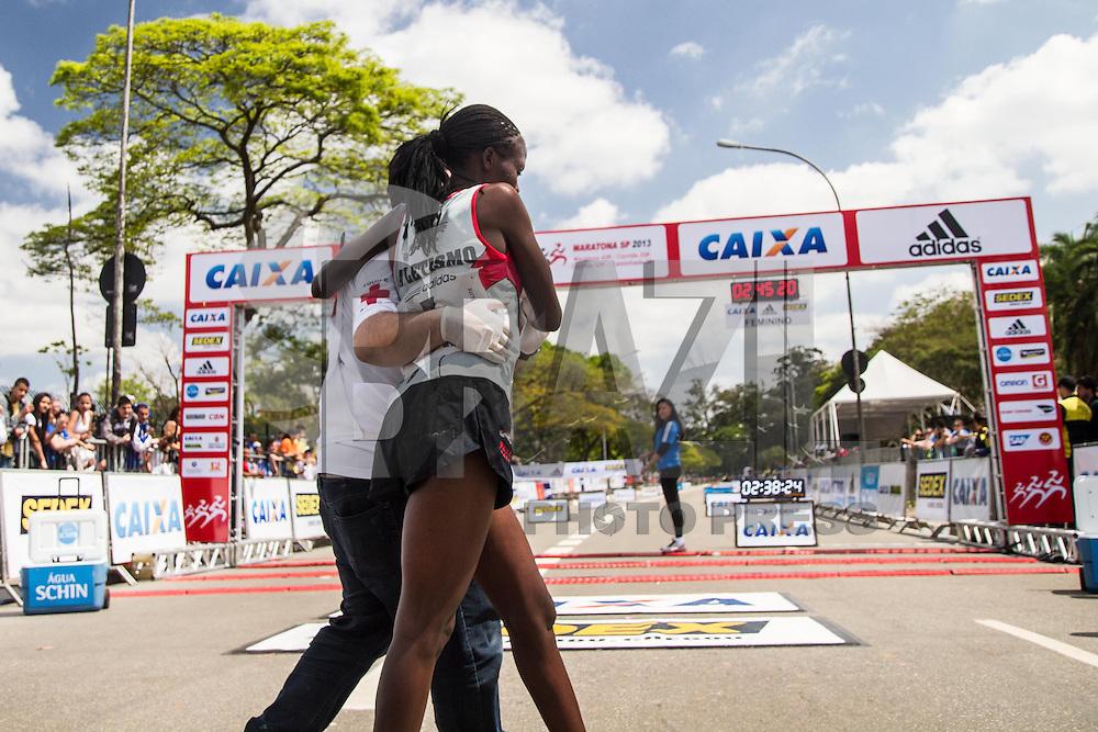 SÃO PAULO, SP - 06.10.2013 - XIX MARATONA DE SÃO PAULO - Chegada do Quinto lugar da Elite feminina, a atleta Consolata Cherotich, do Quenia, na XIX Maratona de São Paulo, que ocorre neste domingo (06), a maratona tem um percurso de 42km com sua largada e chegada no Parque do Ibirapuera, zona sul de São Paulo. (Foto: Marcelo Brammer/Brazil Photo Press)