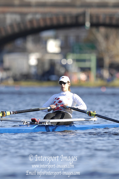 Boston, Massachusetts,  Championships Women's Single CAN W1X Kerry TRAINOR, moves past the Newell Boathouse, Harvard University,  to compete in the the Forty second Head of the Charles, 21/10/2006.  Photo  Peter Spurrier/Intersport Images...[Mandatory Credit, Peter Spurier/ Intersport Images] Rowing Course; Charles River. Boston. USA