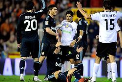 12-12-2009 VOETBAL: VALENCIA - REAL MADRID: VALENCIA<br /> Real Madrid wint in een boeiende wedstrijd met 3-2 van Valencia / Opstootje met Rafael van der Vaart en Ever Banega<br /> ©2009-WWW.FOTOHOOGENDOORN.NL