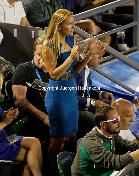 Australian Open 2012, Melbourne Park,ITF Grand Slam Tennis Tournament,.Novak Djokovic (SRB) Freundin Jelena Ristic feuert ihn an,Einzelbild,.Ganzkoerper,Hochformat,von oben,