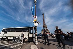 09.06.2016, Paris, FRA, UEFA Euro, Frankreich, Vorberichte, im Bild Polizeieinheiten beim Eiffelturm der während der EM eine Fanzone beherbergt // Police in front of the Eiffel tower during the EURO is there a Fanzone during preperation for the UEFA EURO 2016 France. Paris, France on 2016/06/09. EXPA Pictures © 2016, PhotoCredit: EXPA/ JFK