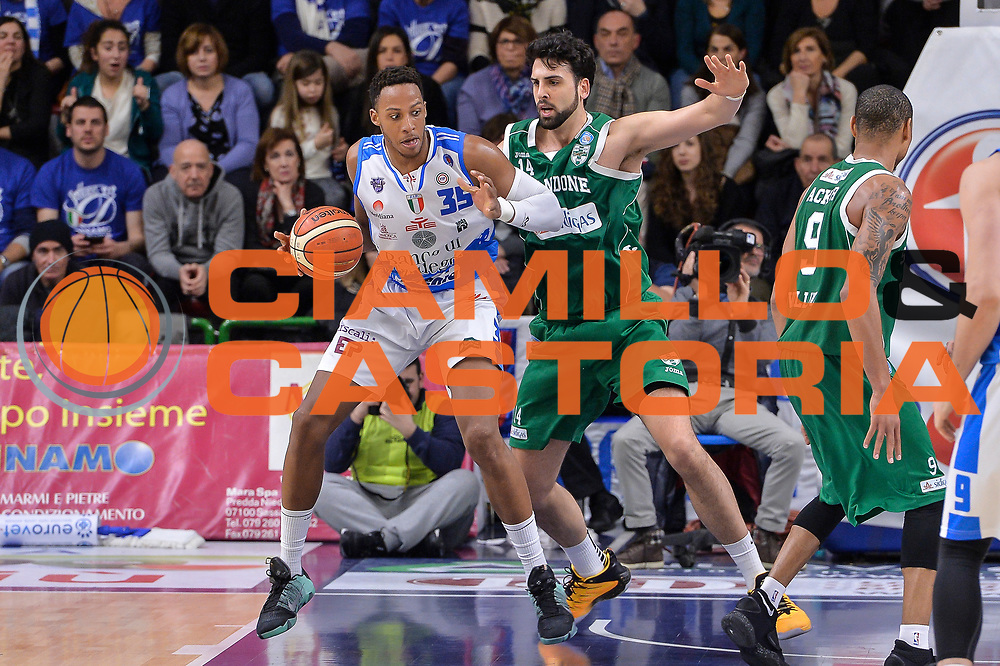 DESCRIZIONE : Beko Legabasket Serie A 2015- 2016 Dinamo Banco di Sardegna Sassari - Sidigas Scandone Avellino<br /> GIOCATORE : Kenneth Kadji<br /> CATEGORIA : Palleggio Controcampo<br /> SQUADRA : Dinamo Banco di Sardegna Sassari<br /> EVENTO : Beko Legabasket Serie A 2015-2016<br /> GARA : Dinamo Banco di Sardegna Sassari - Sidigas Scandone Avellino<br /> DATA : 28/02/2016<br /> SPORT : Pallacanestro <br /> AUTORE : Agenzia Ciamillo-Castoria/L.Canu