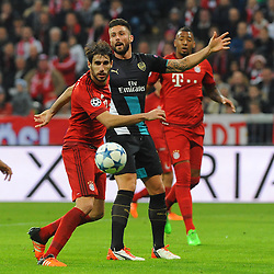 04.11.2015, Allianz Arena, Muenchen, GER, UEFA CL, FC Bayern Muenchen vs FC Arsenal, Gruppe F, im Bild vl. Javier Martinez (FC Bayern Muenchen) und Olivier Giroud (FC Arsenal). Hinten Jerome Boateng (FC Bayern Muenchen) // during the UEFA Champions League group F match between FC Bayern Munich and FC Arsenal at the Allianz Arena in Muenchen, Germany on 2015/11/04. EXPA Pictures © 2015, PhotoCredit: EXPA/ Eibner-Pressefoto/ Stuetzle<br /> <br /> *****ATTENTION - OUT of GER*****