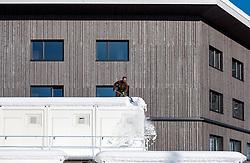 18.01.2017, Biathlonarena, Hochilzen, AUT, IBU Weltmeisterschaft Biathlon, Hochfilzen, Vorberichte, im Bild Soldaten bei Schneeräumarbeiten // Preview for the Upcoming IBU Biathlon World Championships 2017at the Biathlonarena, Hochfilzen, Austria on 2017/01/02. EXPA Pictures © 2017, PhotoCredit: EXPA/ JFK