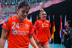 13-12-2019 JAP: Semi Final Netherlands - Russia, Kumamoto<br /> The Netherlands beat Russia in the semifinals 33-22 and qualify for the final on Sunday in Park Dome at 24th IHF Women's Handball World Championship / Martine Smeets #24 of Netherlands, Jessy Kramer #5 of Netherlands