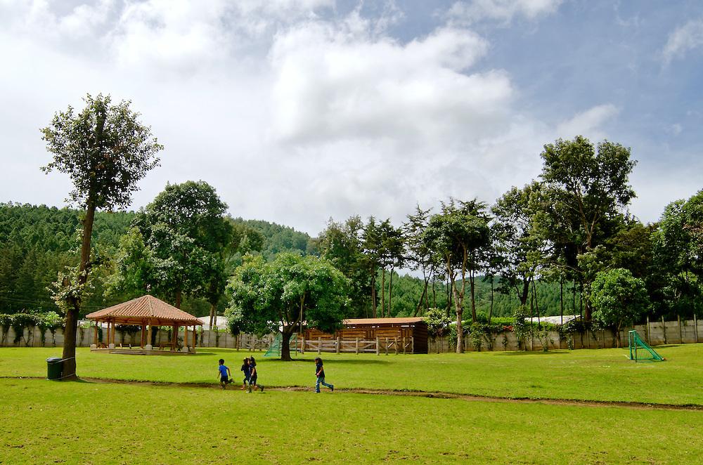 SEMILLAS DE AMOR / SEEDS OF LOVE<br /> Chimaltenango, Parramos - Guatemala 2013<br /> (Copyright &copy; Aaron Sosa)