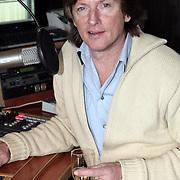 NLD/Naarden/20080328 - Erik de Zwart nieuwe station stem voor radio Veronica, achter de draaitafel