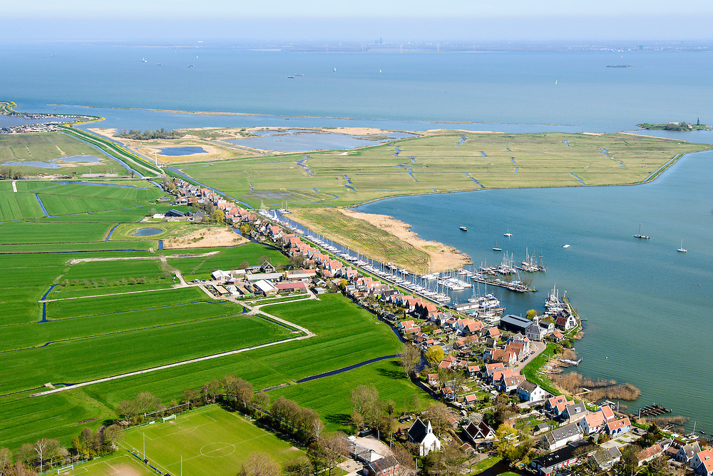 Nederland, Noord-Holland, Amsterdam, 20-04-2015; Waterland, zicht op Durgerdam en Polder IJdoorn. IJmeer, onderdeel Markermeer, met Almere aan de horizon.<br /> Polder and village north of Amsterdam.<br /> luchtfoto (toeslag op standard tarieven);<br /> aerial photo (additional fee required);<br /> copyright foto/photo Siebe Swart