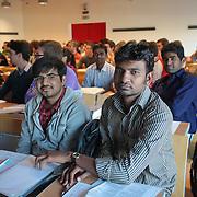 Studenti stranieri Campus Politecnico di Torino, nell'ex fabbrica della FIAT Mirafiori si tengono i corsi di ingegneria dell'autoveicolo.