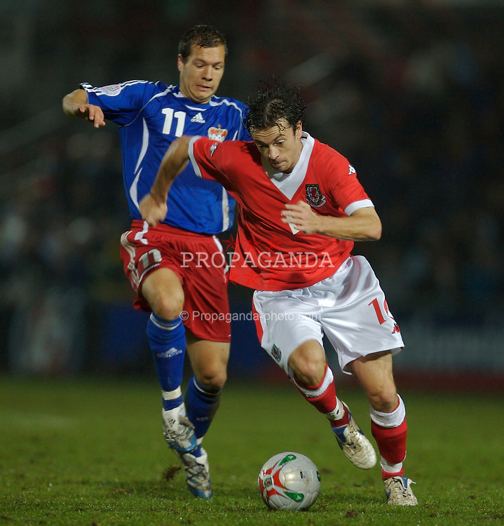 WREXHAM, WALES - TUESDAY, NOVEMBER 14th, 2006: Wales' Simon Davies in action against Liechtenstein during the International Friendly match at the Racecourse Ground. (Pic by David Rawcliffe/Propaganda)