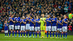 05.01.2014, Anfield, Liverpool, ENG, FA Cup, FC Liverpool vs FC Oldham Athletic, 3. Runde, im Bild Oldham Athletic players stand to remember Wayne Harrison // during the English FA Cup 3rd round match between Liverpool FC and Oldham Athletic FC at the Anfield in Liverpool, Great Britain on 2014/01/05. EXPA Pictures © 2014, PhotoCredit: EXPA/ Propagandaphoto/ David Rawcliffe<br /> <br /> *****ATTENTION - OUT of ENG, GBR*****