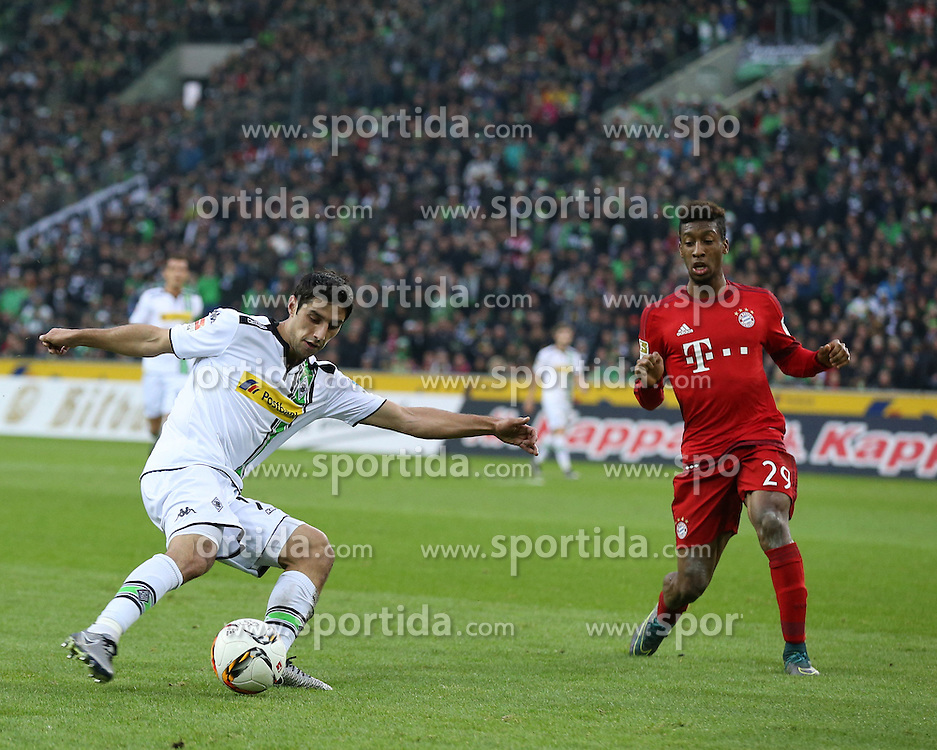 05.12.2015, Stadion im Borussia Park, Moenchengladbach, GER, 1. FBL, Borussia Moenchengladbach vs FC Bayern Muenchen, 15. Runde, im Bild Lars Stindl (#13, Borussia Moenchengladbach) tanzt Kingsley Coman (#29, FC Bayern Muenchen) aus, // during the German Bundesliga 15th round match between Borussia Moenchengladbach and FC Bayern Muenchen at the Stadion im Borussia Park in Moenchengladbach, Germany on 2015/12/05. EXPA Pictures &copy; 2015, PhotoCredit: EXPA/ Eibner-Pressefoto/ Deutzmann<br /> <br /> *****ATTENTION - OUT of GER*****