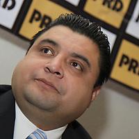 TOLUCA, México.- En conferencia de prensa  los dirigentes estatales del PRD, Luis Sánchez Jiménez; del Partido del Trabajo, Sergio Velarde González, y de Convergencia, Juan Abad de Jesús, anunciaron que la izquierda mexiquense se reagrupara nuevamente en un frente común para tratar de derrotar al PRI en las próximas elecciones. Agencia MVT / Crisanta Espinosa. (DIGITAL)