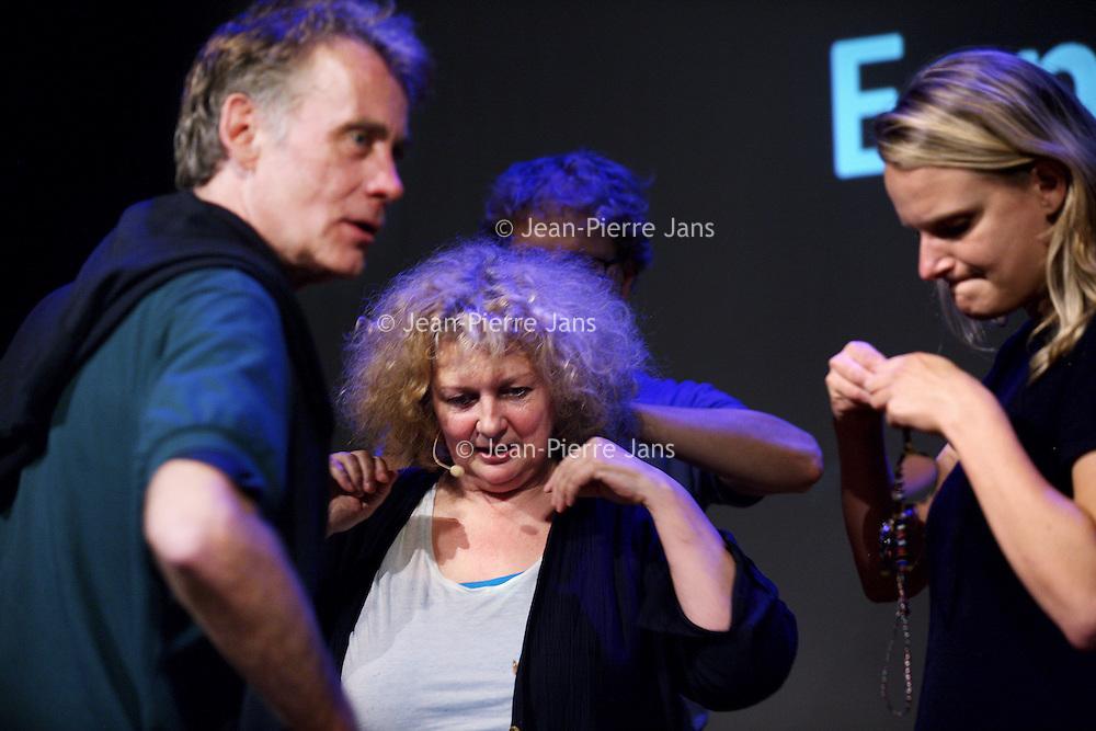 Nederland, Amsterdam , 11 september 2013.<br /> In de Balie.<br /> Een gesprek met kunstenares Marlene Dumas.<br /> Marlene Dumas (Kaapstad, 3 augustus 1953) is een in Zuid-Afrika geboren kunstenares. Zij woont en werkt sinds 1976 in Amsterdam en wordt als een Nederlandse kunstenares beschouwd. Audio-technische hulp.<br /> A public conversation with artist Marlene Dumas in cultural center De Balie in Amsterdam.<br /> Foto:Jean-Pierre Jans