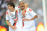 FOOTBALL - FRENCH CHAMPIONSHIP 2010/2011 - L1 - FC LORIENT v OGC NICE - 14/08/2010 - PHOTO PASCAL ALLEE / DPPI - JOY LOIC REMY (OGN) AFTER HIS GOAL HIE IS CONGRATULATED BY NEMANJA PEJCINOVIC
