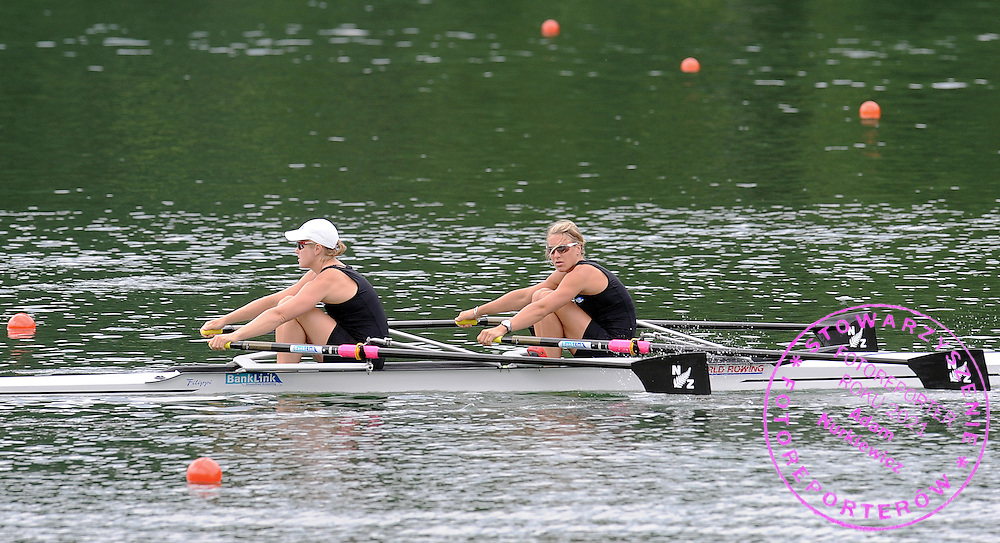 (STROKE) PAULA TWINING & (BOW) ANNA REYMER (BOTH NEW ZEALAND) BEFORE WOMEN'S DOUBLE SCULLS DURING FISA ROWING WORLD CUP ON RED LAKE IN LUCERNE, SWITZERLAND...LUCERNE , SWITZERLAND , JULY 11, 2009..( PHOTO BY ADAM NURKIEWICZ / MEDIASPORT )..PICTURE ALSO AVAIBLE IN RAW OR TIFF FORMAT ON SPECIAL REQUEST.