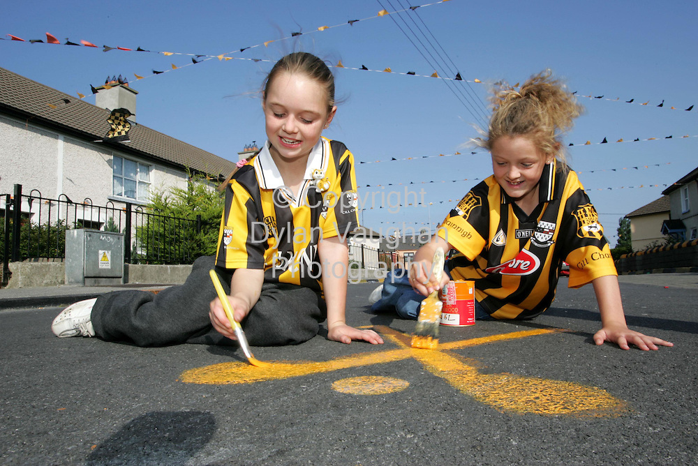 8/9/2004.Faith Duggan aged 8 and Naoimi Maher aged 8 pictured painting black and amber on Pearse Street in the Butts in Kilkenny..Picture Dylan Vaughan