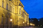Sempergalerie bei Dämmerung,  Dresden, Sachsen, Deutschland.|.Semper Gallery at night, Dresden, Germany
