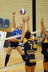 20-10-2013 VOLLEYBAL: EREDIVISIE PEELPUSH - SLIEDRECHT SPORT: MEIJEL<br /> Esther van Berkel, Sliedrecht Sport <br /> ©2013-FotoHoogendoorn.nl / Pim Waslander