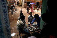 A game of chess is played in the backstreets of Patan on June 15, 2006. (Photo/Scott Dalton)