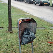 Vernielde prullenbak nav oud en nieuw 1999 / 2000
