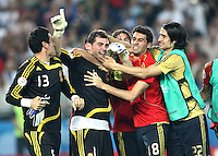 FUSSBALL EUROPAMEISTERSCHAFT 2008  Viertelfinale Spanien - Italien    22.06.2008 Schlussjubel ESP; Andres Palop, Matchwinner Iker Casillas, Alvaro Arbeloa, Ruben de la Red (alle ESP vlnr)