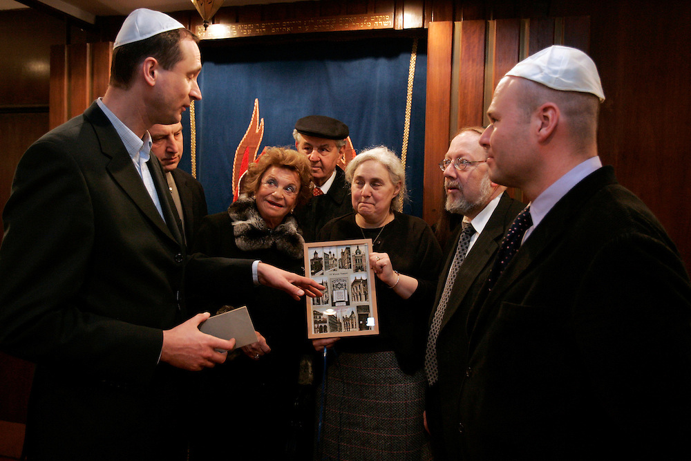 Dr. Andreas Mailath-Pokorny, Andy Szalkiewicz, Frances Rausnitz, Paul Rausnitz, Susan Hahn, Rabbi Isaak Mann, and  Austrian Deputy Consul General Andreas Launer, pose for photographs at the Ohab Zedekk Shul in  New York City Sunday, 26 March 2006.