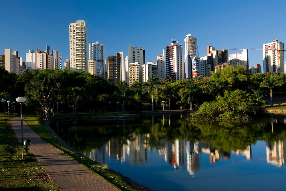 Goiania_GO, Brasil...Lagoa no Bosque dos Buritis na cidade de Goiania...A lake in Bosque dos Buritis at Goiania...Foto: BRUNO MAGALHAES /  NITRO