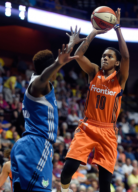 7/7/16 :: SPORTS :: GRIFFEN :: Connecticut's Courtney Williams shoots over Minnesota's Natasha Howard in WNBA action Thursday, July 7, 2016 at Mohegan Sun Arena. The Sun came back to take a 93-89 overtime win over the defending WNBA champion Lynx. (Sean D. Elliot/The Day)