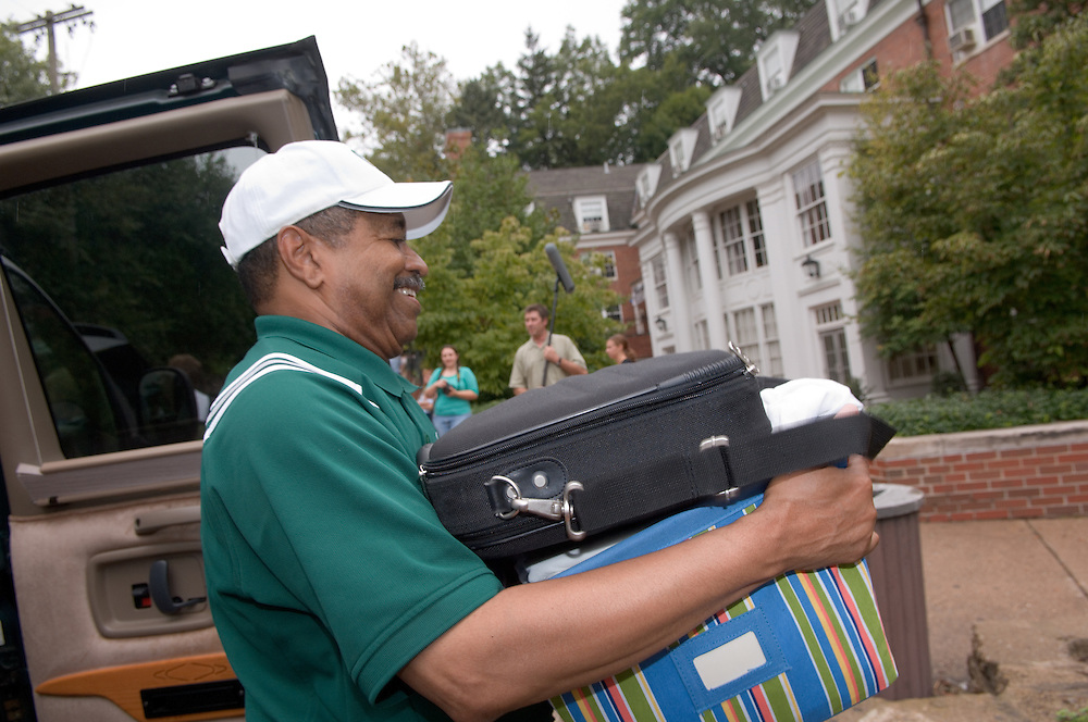 President McDavis & Mrs. McDavis Greeting students & families during Student Move in Day on 8/31/06.Dr.McDavis
