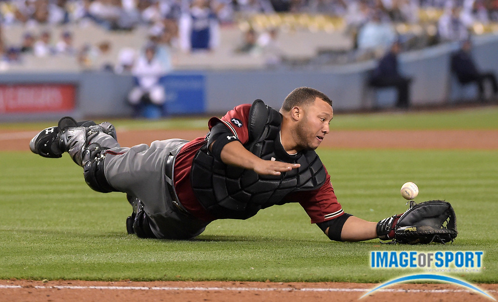 Apr 13, 2016; Los Angeles, CA, USA; Arizona Diamondbacks catcher Welington Castillo (7) drops a fly ball by Los Angeles Dodgers catcher Yasmani Grandal (not pictured) in the eighth inning during a MLB game at Dodger Stadium. The Dodgers defeated the Diamondbacks 3-1.