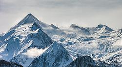 THEMENBILD - Blick auf den Kitzsteinhorn Gletscher mit seinen Liftanlagen, aufgenommen am 04. Maerz 2016 in Zell am See, Oesterreich // View of the Kitzsteinhorn glacier with the ski lifts, on 2016/03/04 in Zell am See, Austria. EXPA Pictures © 2015, PhotoCredit: EXPA/ JFK