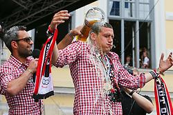 25.05.2015, Rathaus Platz, Ingolstadt, GER, 2. FBL, FC Ingolstadt 04, Aufstiegsfeier, im Bild Bierdusche mit Ansage: Torwart Ramazan Oezcan (Nr.1, FC Ingolstadt 04) duscht Ralph Gunesch (Nr.26, FC Ingolstadt 04) // during the 2nd German Bundesliga championship party of FC Ingolstadt 04 at the Rathaus Platz in Ingolstadt, Germany on 2015/05/25. EXPA Pictures © 2015, PhotoCredit: EXPA/ Eibner-Pressefoto/ Strisch<br /> <br /> *****ATTENTION - OUT of GER*****