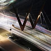 Torino 2015,  Il nuovo ponte sul fiume Dora Riparia tra le vie Livorno e Orvieto intitolato ad Amedeo IX di Savoia<br /> <br /> Parco Dora, realizzato lungo un tratto del fiume Dora sulle aree occupate fino agli anni Novanta dai grandi stabilimenti produttivi della Fiat e della Michelin, integra ambienti naturalistici e preesistenze derivanti dal passato industriale e costituisce il cuore della trasformazione di Spina 3