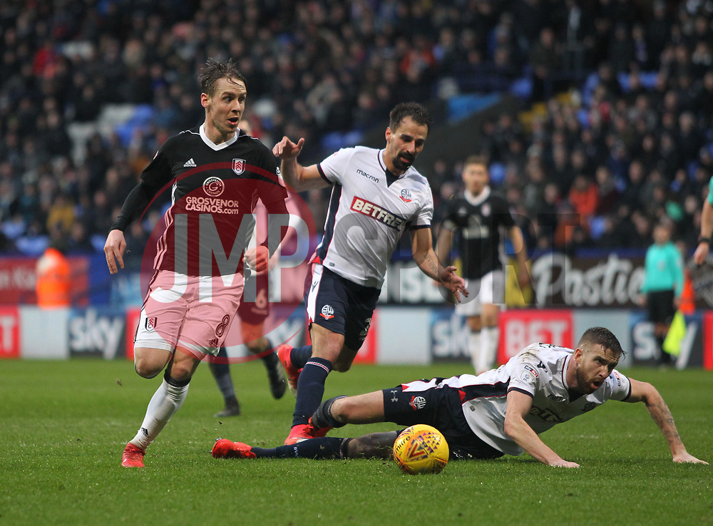 Stefan Johansen of Fulham (L) misses a goal scoring opportunity - Mandatory by-line: Jack Phillips/JMP - 10/02/2018 - FOOTBALL - Macron Stadium - Bolton, England - Bolton Wanderers v Fulham - English Football League Championship