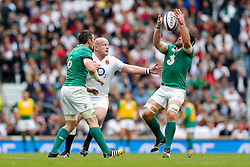Ireland Flanker Sean O'Brien is challenged by England Prop Dan Cole - Mandatory byline: Rogan Thomson/JMP - 07966 386802 - 05/09/2015 - RUGBY UNION - Twickenham Stadium - London, England - England v Ireland - QBE Internationals 2015.